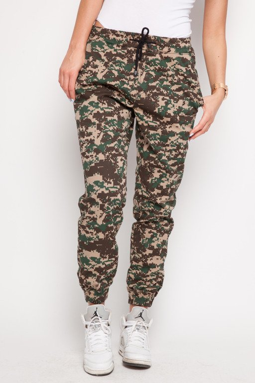 DIAMANTE CHICKS SPODNIE CHINO JOGGER PIXEL GREEN CAMO