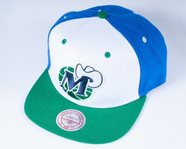 MITCHELL & NESS CZAPKA SNAPBACK NA81Z DALLAS MAVERICKS