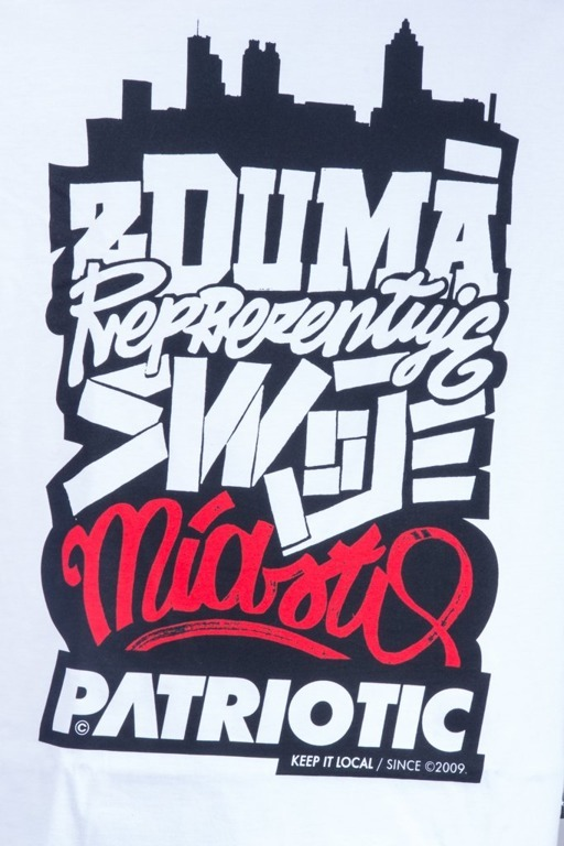 PATRIOTIC T-SHIRT Z DUMĄ CITY WHITE